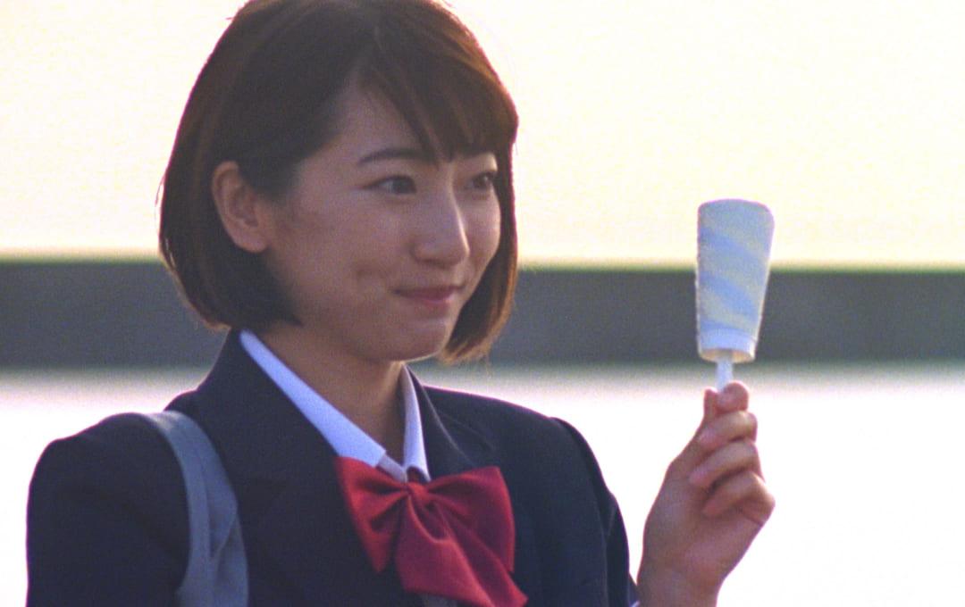 武田玲奈、セブンティーンアイスをほおばる