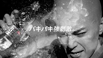 バキバキにクールな間宮祥太朗が「THE STRONG 天然水スパークリング」新キャラクターに!